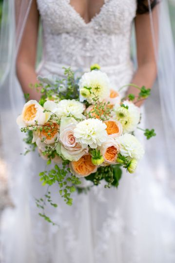 Peach and ivory bouquet