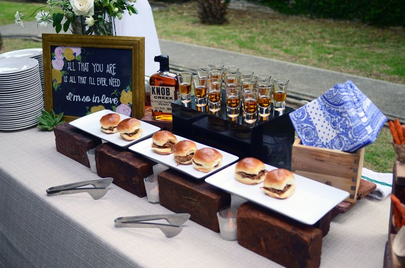 Mini burgers and drinks
