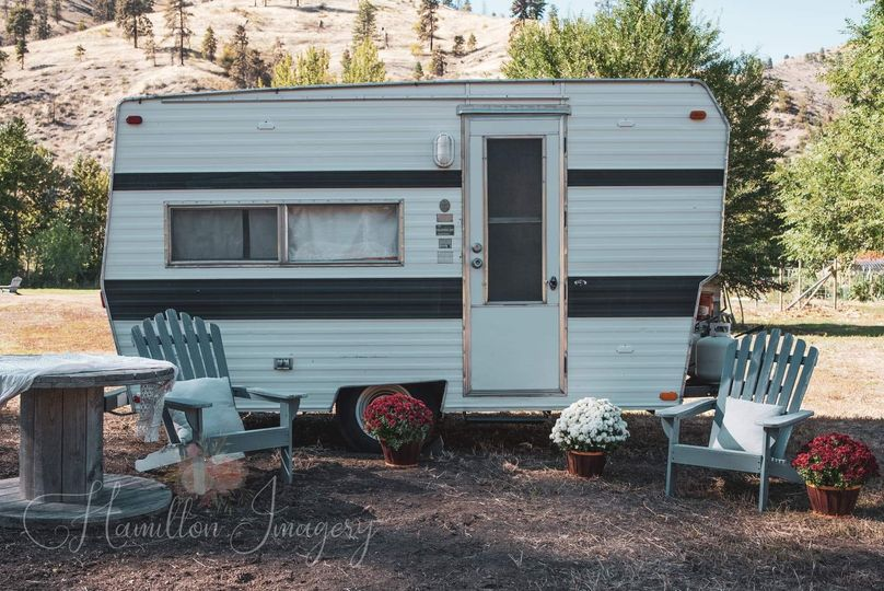 Vintage camper for getting ready
