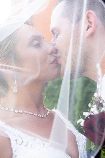 kiss under veil 51 945915 1572358768