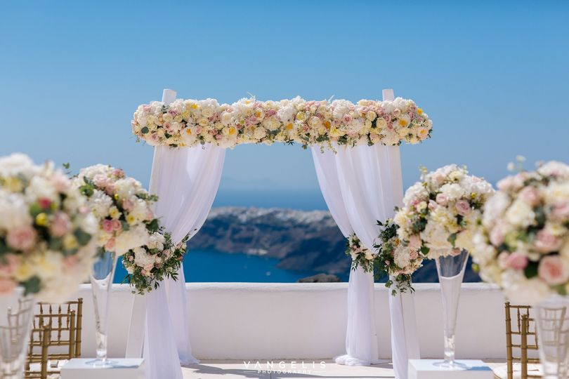 Wedding arch -Photo: Vangelis Photography
