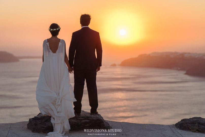 Couple by the sunset - Photo: Vangelis Photography