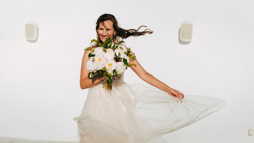 Posing with white flowers, Kapetanakis Photography