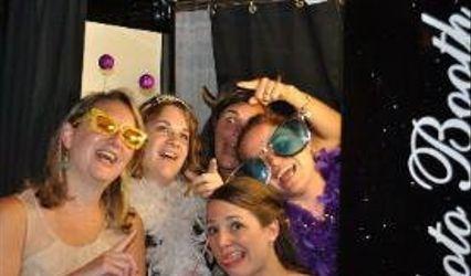 "Photobooths ""R"" Fun"