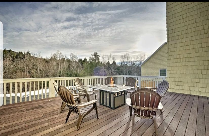 Grooms deck with fire pit