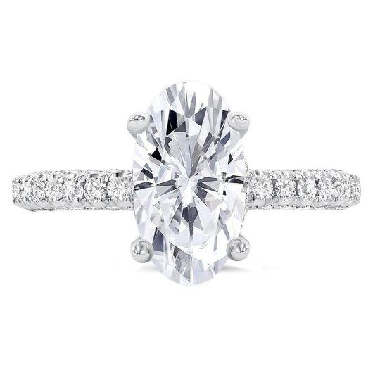 Oval-cut diamond