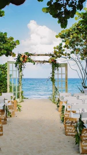Arbor by the sea