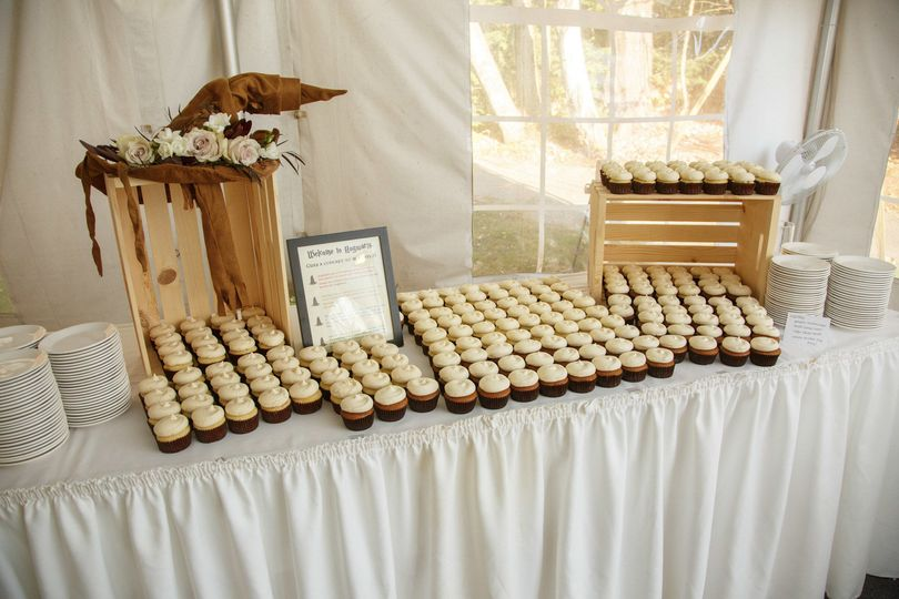 Cupcakes for dessert! Cupcakes: A to Z Cakes Signage: Foliage Events Photo credit: Boro Photography