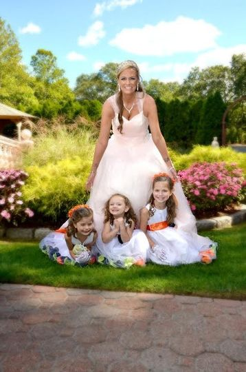The bride with junior attendants