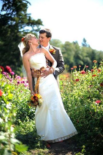 coupleflowersbarrentineweb10042009ibajmattwedding1