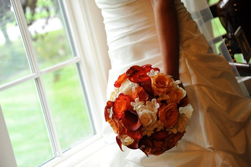 Fall Classic - Mixed fall roses and mini callas with stephanotis