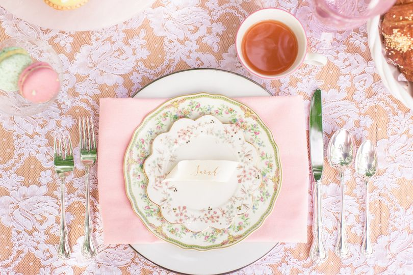S and G Place Setting