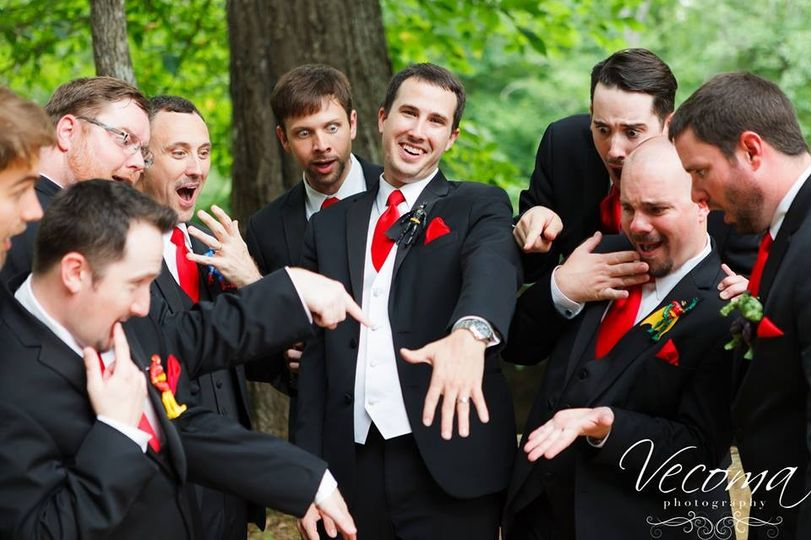 800x800 1416667804861 groom and groomsmen pose 2