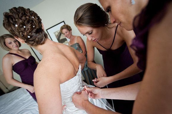 Helping the bride | Photography by MyLife Photography