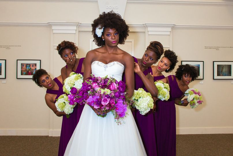 Bride with friends | Photography by Studio Sevyn Photography