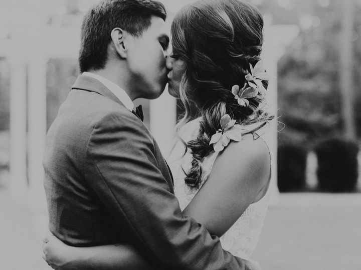 Tmx Bride Groom Bw Kiss 51 1069225 1568666751 Raleigh, NC wedding planner
