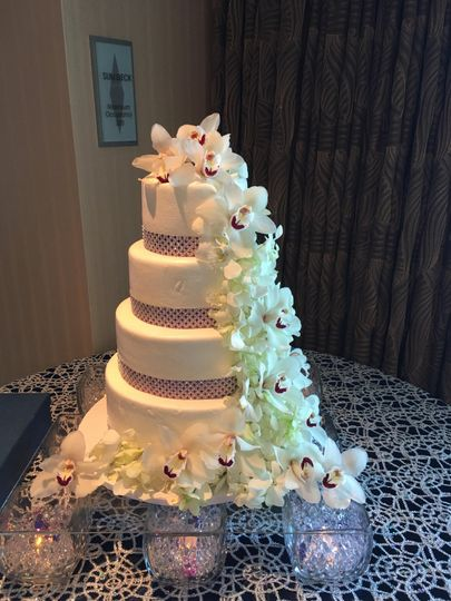 Dramatic orchid cake flowers