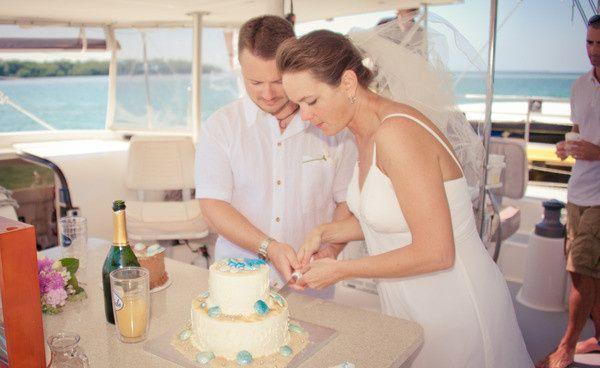 Couple slicing cake