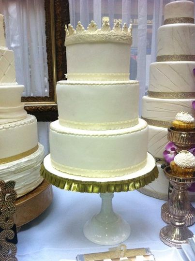 Light Antique Gold Crown Cake