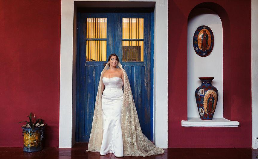 Stunning bride in hacienda xcaret