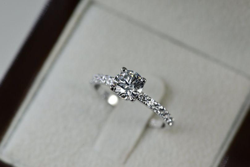 Diane ring featuring a 1 carat diamond