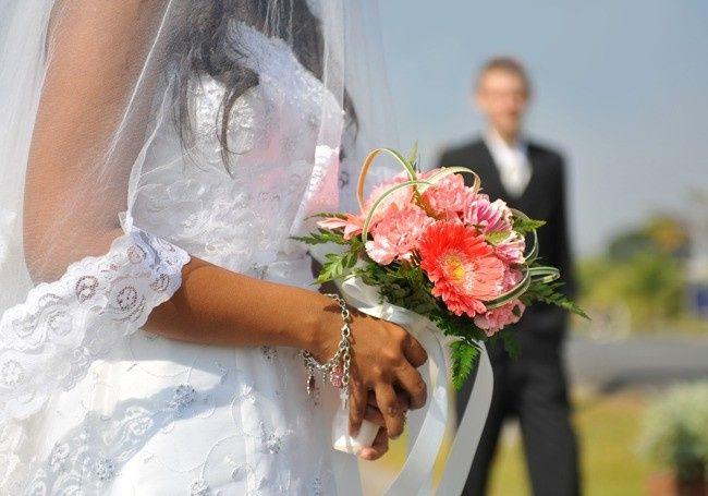 1221wedding marriage couple650x455