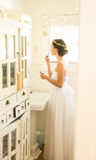The bride preparing | PC: Toby Hoogs