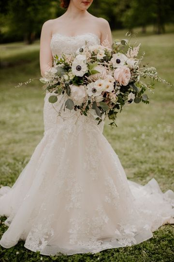 bride with bouquet downtown nashville tennessee 1 51 1342525 158256047433613