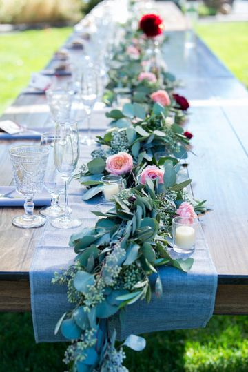 Head table with garland