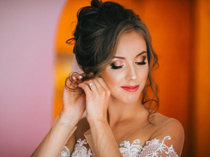 Tmx Beautiful Young Bride With Wedding Makeup And Hairstyle In Bedroom Bride Holds A Beautiful Wedding Dress On Trempel Edited 51 149525 V1 Orlando, FL wedding beauty