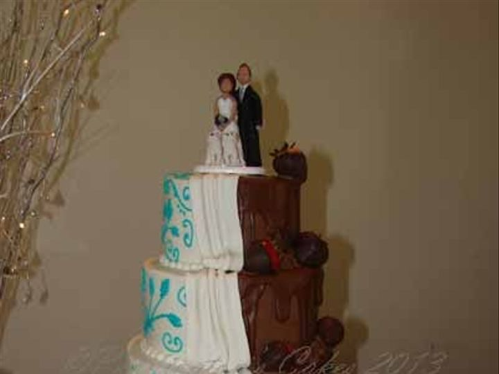 Tmx 1400082585044 Half Bride Half Groom Close Up 1 W San Marcos, TX wedding cake