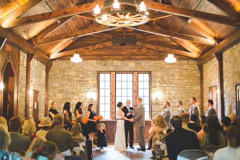 Cedar Forest Lodge WeddingPhoto: Lindsay Campbell