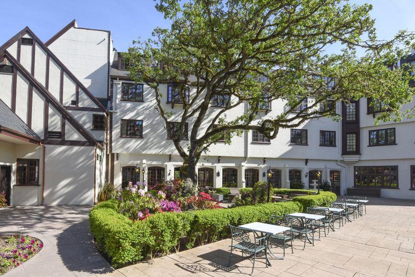 mvc182250026 benbow historic inn terrace afternoon sun web 1350x900 51 1032625