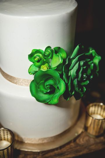 Wedding cake with green roses