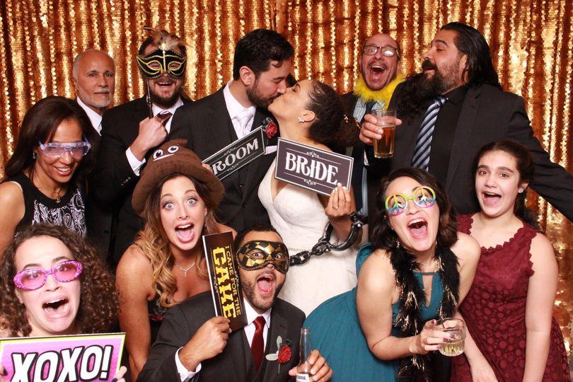 f2d77532cbb8afdf 1521057497 d786698e08918ff9 1521057474552 13 wedding photo boo