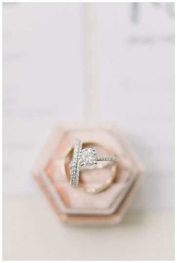 Ring and ring box