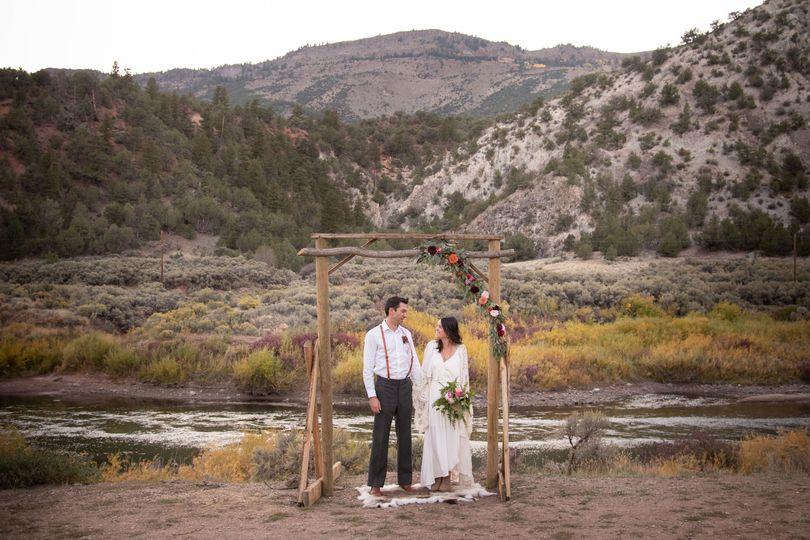 Newlyweds under the wedding arch