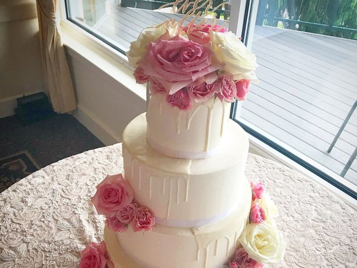 Tmx 1538701586 3f991cbc659a1bc4 1538701583 00d1c4dee60fef41 1538701571283 6 IMG 4490 Westport, Rhode Island wedding cake