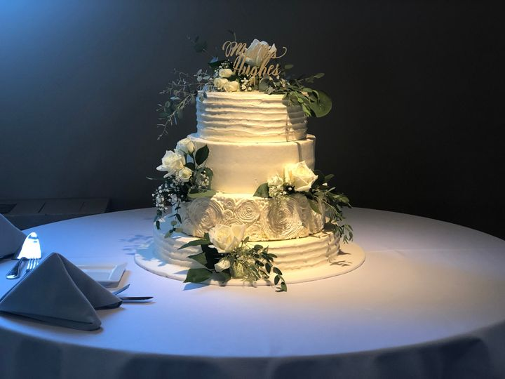 Tmx Img 2985 51 1916725 157957532249101 Toledo, OH wedding cake