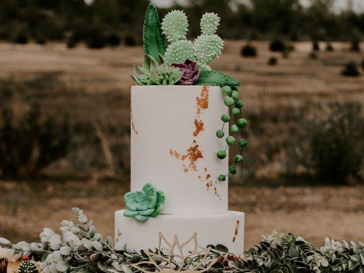 Tmx Img 4610knot 51 1916725 158268329932544 Toledo, OH wedding cake