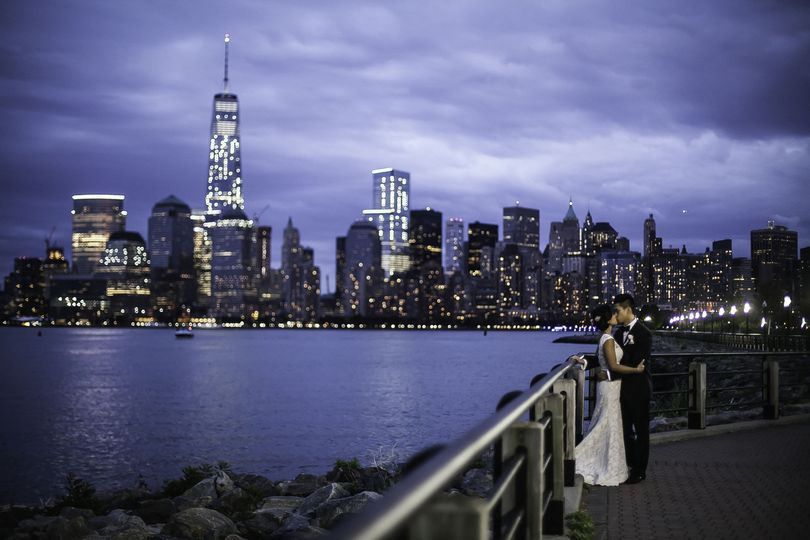 Kissing with the city skyline in the back