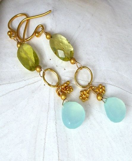Citrine and chalcedony on gold.