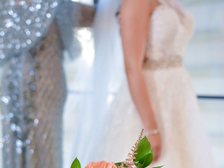 Tmx 1532746175 55c70ec061f2b34a 1532746168 0d2bbb81a441e62f 1532746153339 16 Bride Bouquet Det Dallas, TX wedding florist