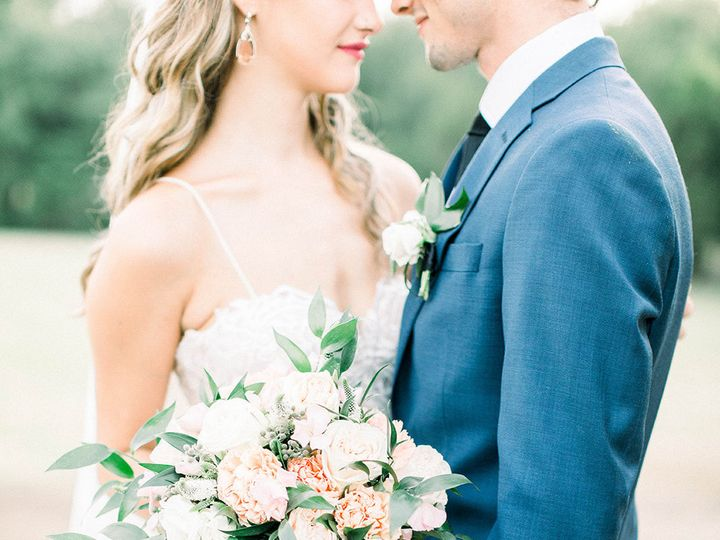 Tmx 1533326598 F5cc7cec98d27feb 1533326596 D363d52e7c67ec84 1533326592142 13 Bride And Groom W Dallas, TX wedding florist