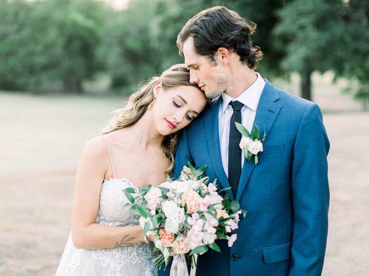 Tmx 1533326600 5eda128847bc0e9c 1533326598 Fb1fc6299c673b40 1533326592147 19 Bride And Groom P Dallas, TX wedding florist