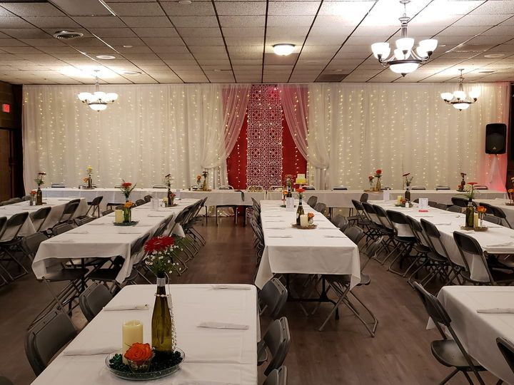 Tmx Red And White Backdrop1 51 491925 160354838058836 Brainerd, MN wedding rental