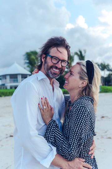 engaged couple in bahamas