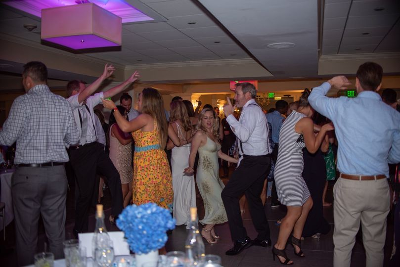 All guests on dance floor