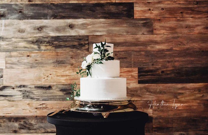 Statuesque wedding cake!