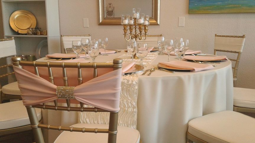 Ivory and blush reception table.
